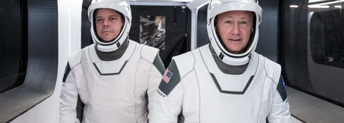 astronautas con traje espacial NASA SpaceX